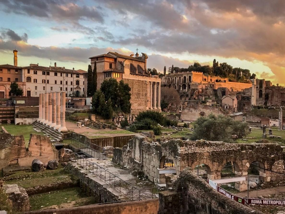 rome forum romain au coucher du soleil