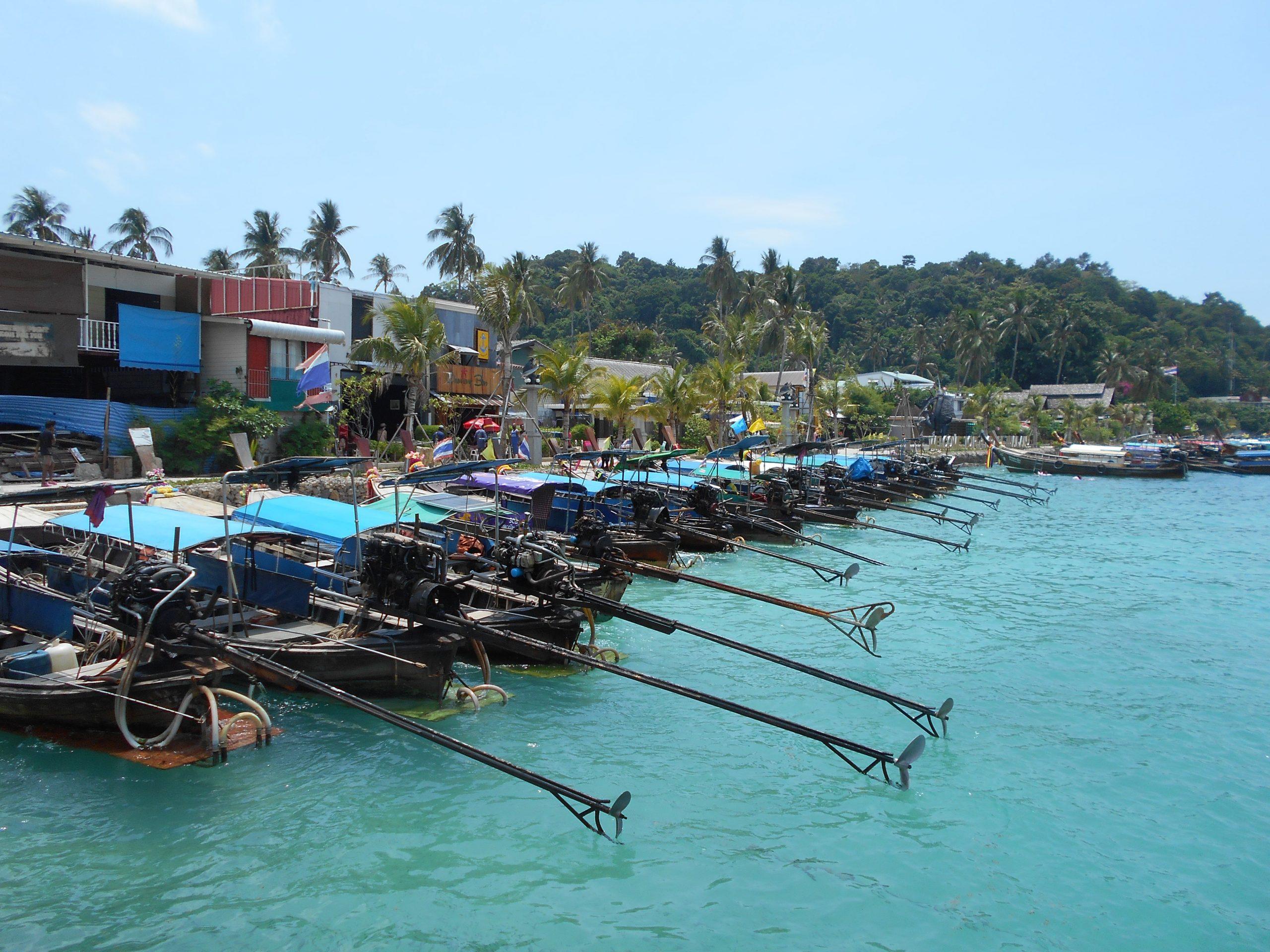 Port de pirogues à Tonsai
