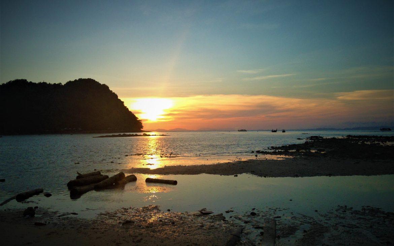 loh lana bay coucher de soleil