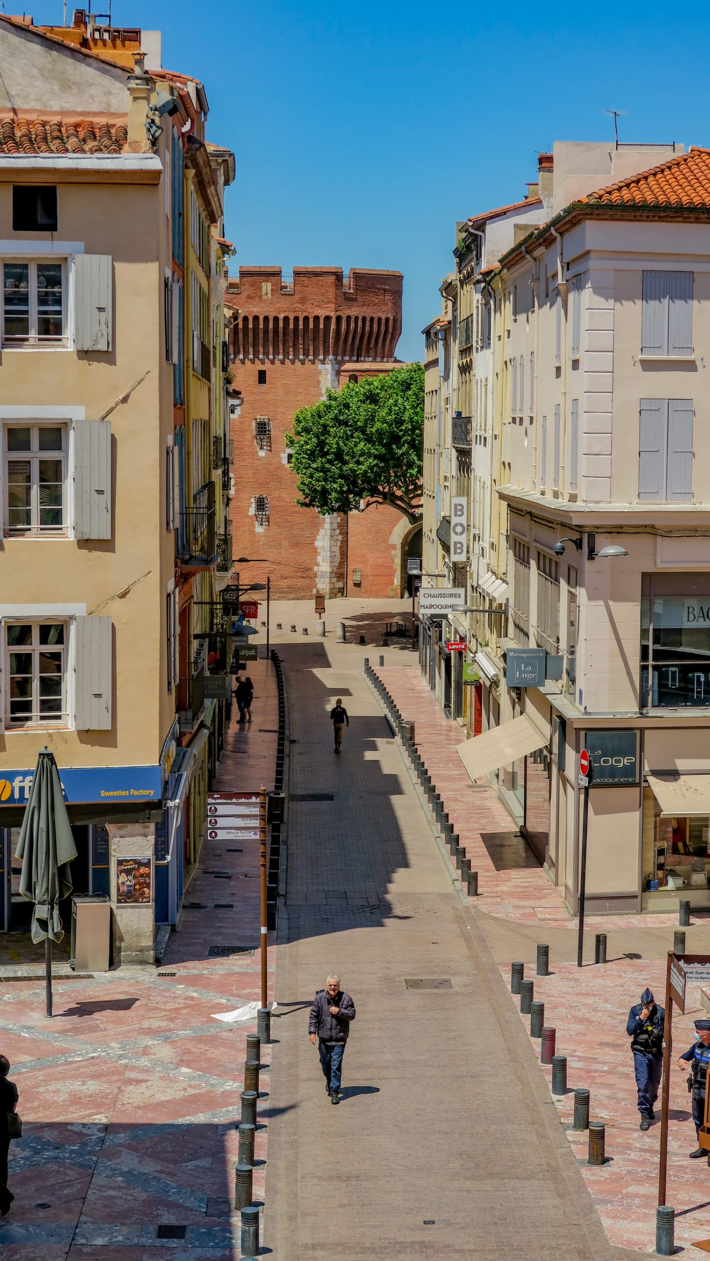 rue principale de Perpignan qui mène au castillet