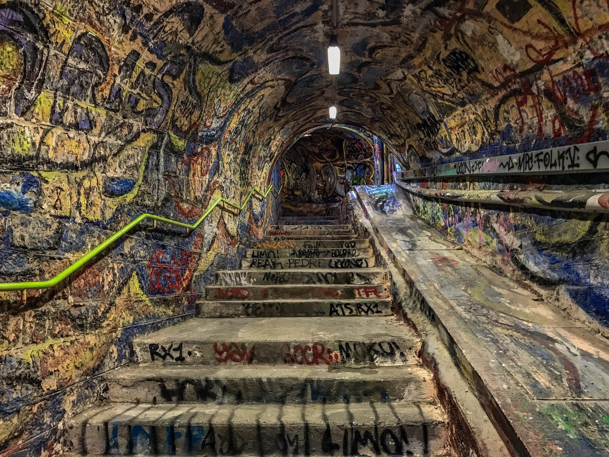 street art cerbere tunnel