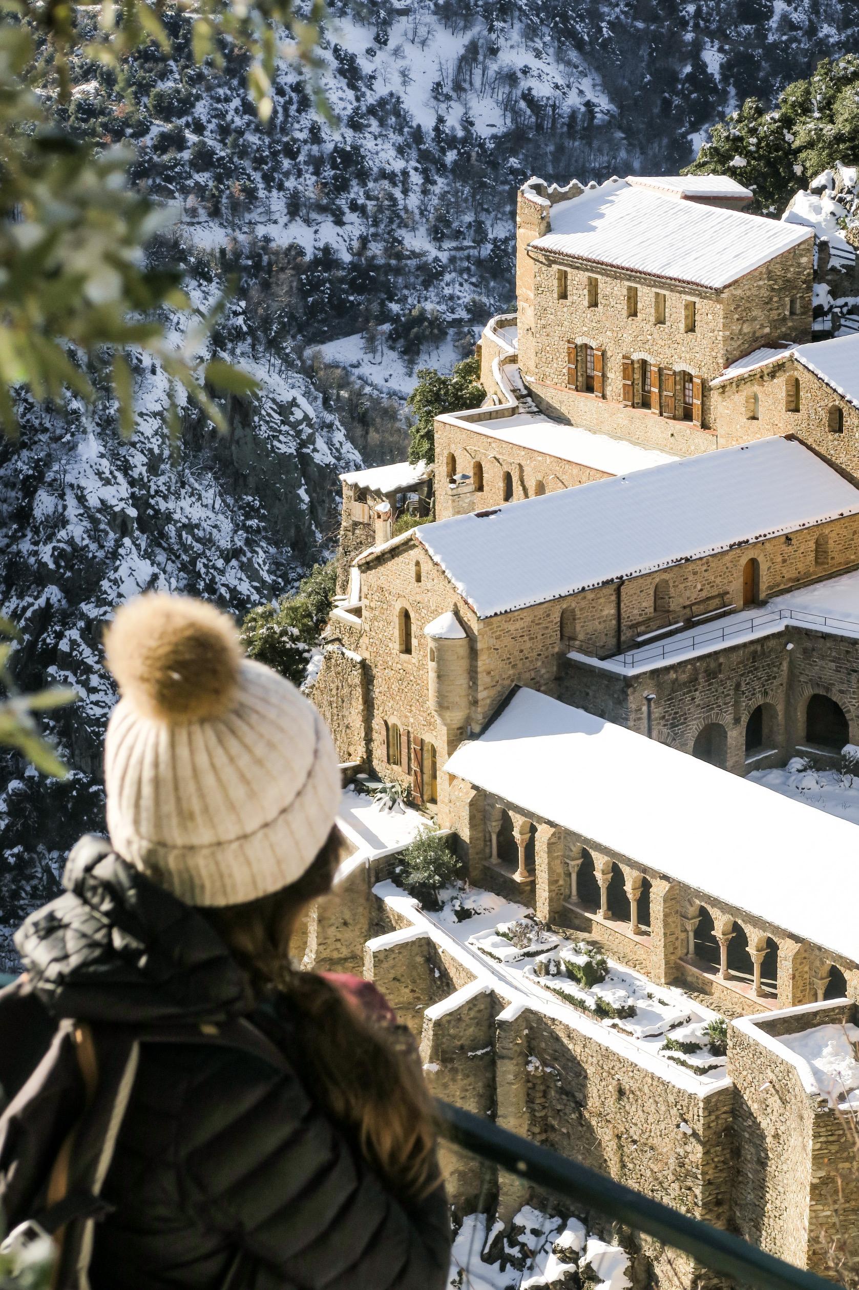 abbaye saint martin du canigo sous la neige