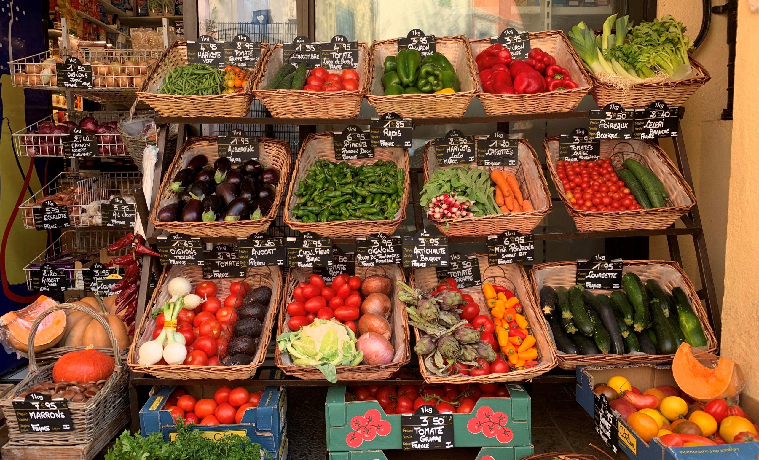 étal de fruits et légumes à collioure