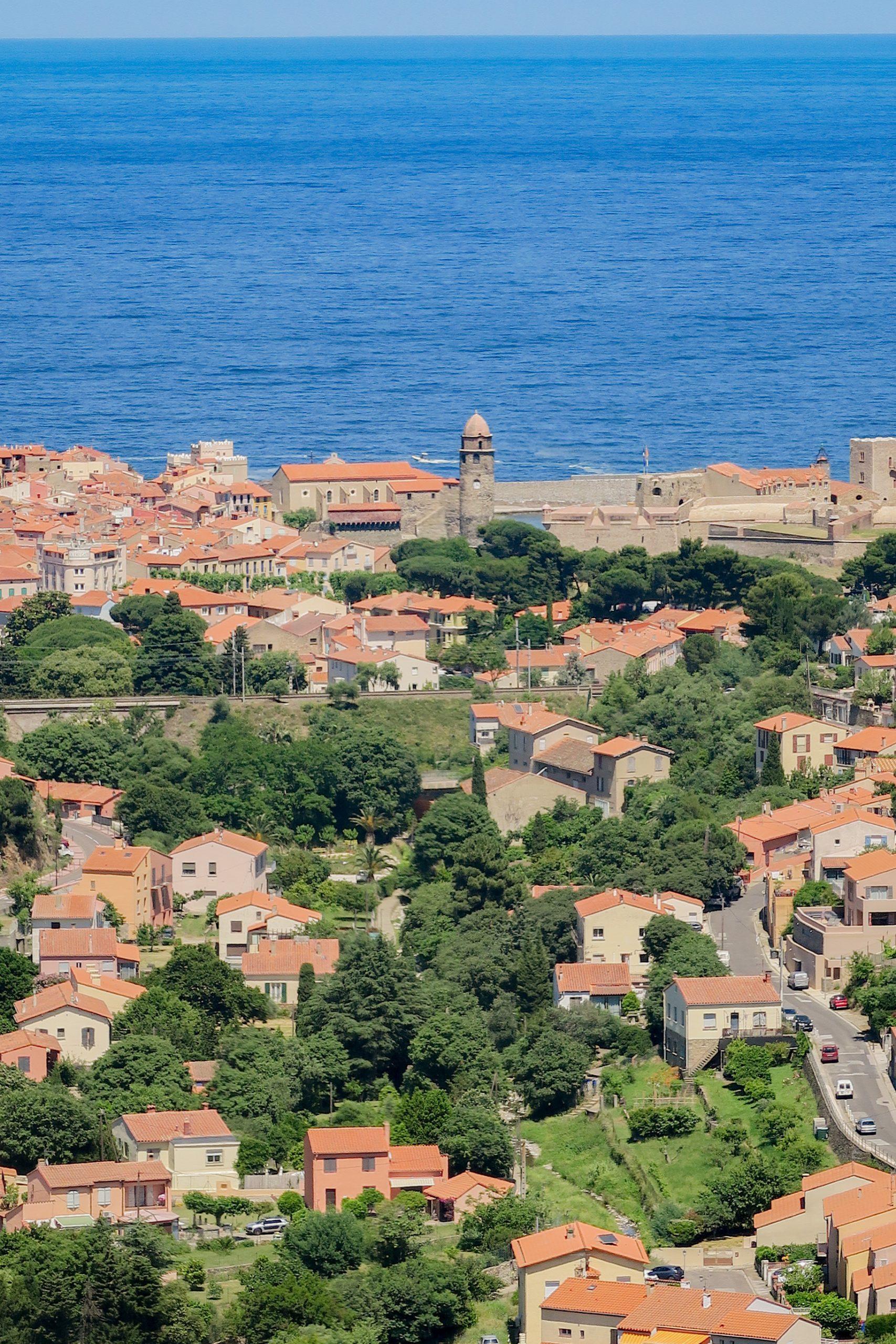Vue sur Collioure depuis le sentier de la tour de Madeloc