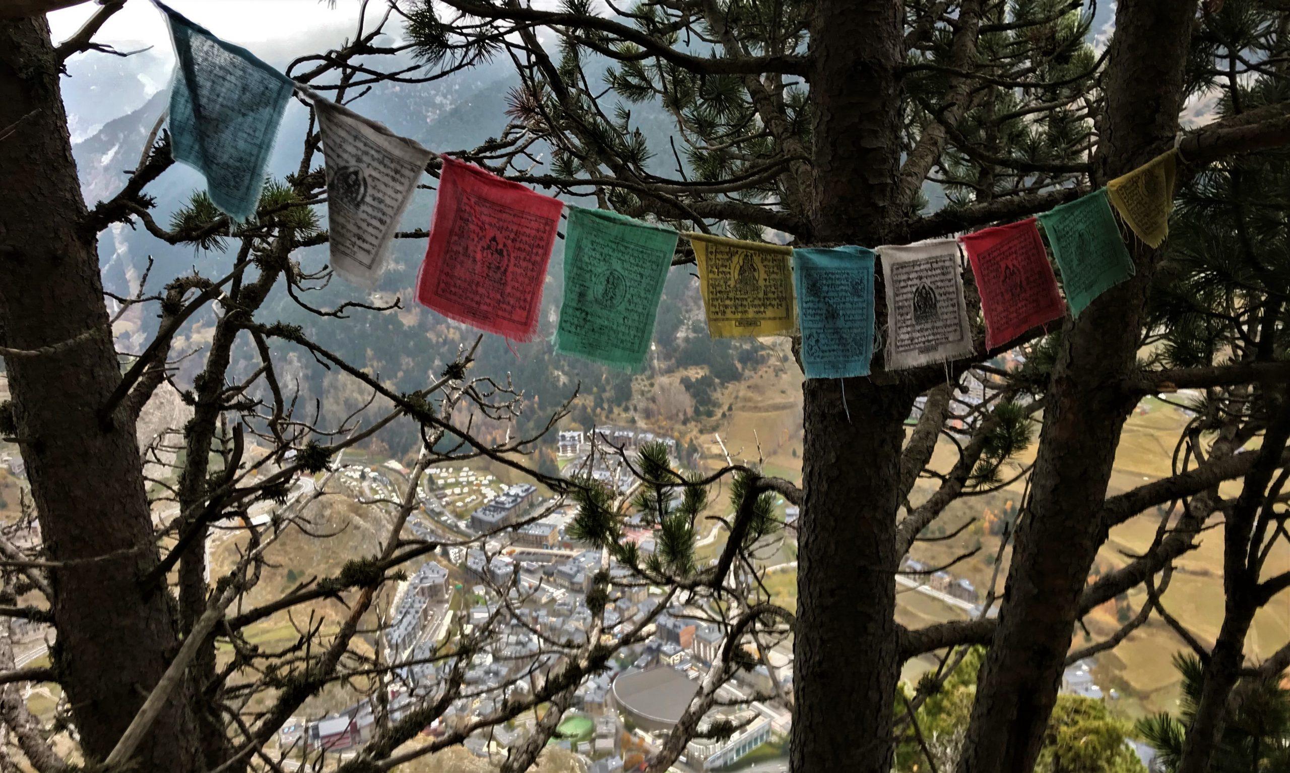 Les drapeaux népalais du Roc del Quer