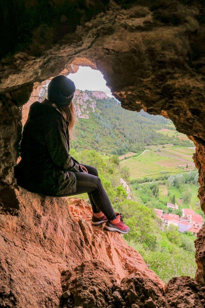 grotte du château en ruine de tautavel