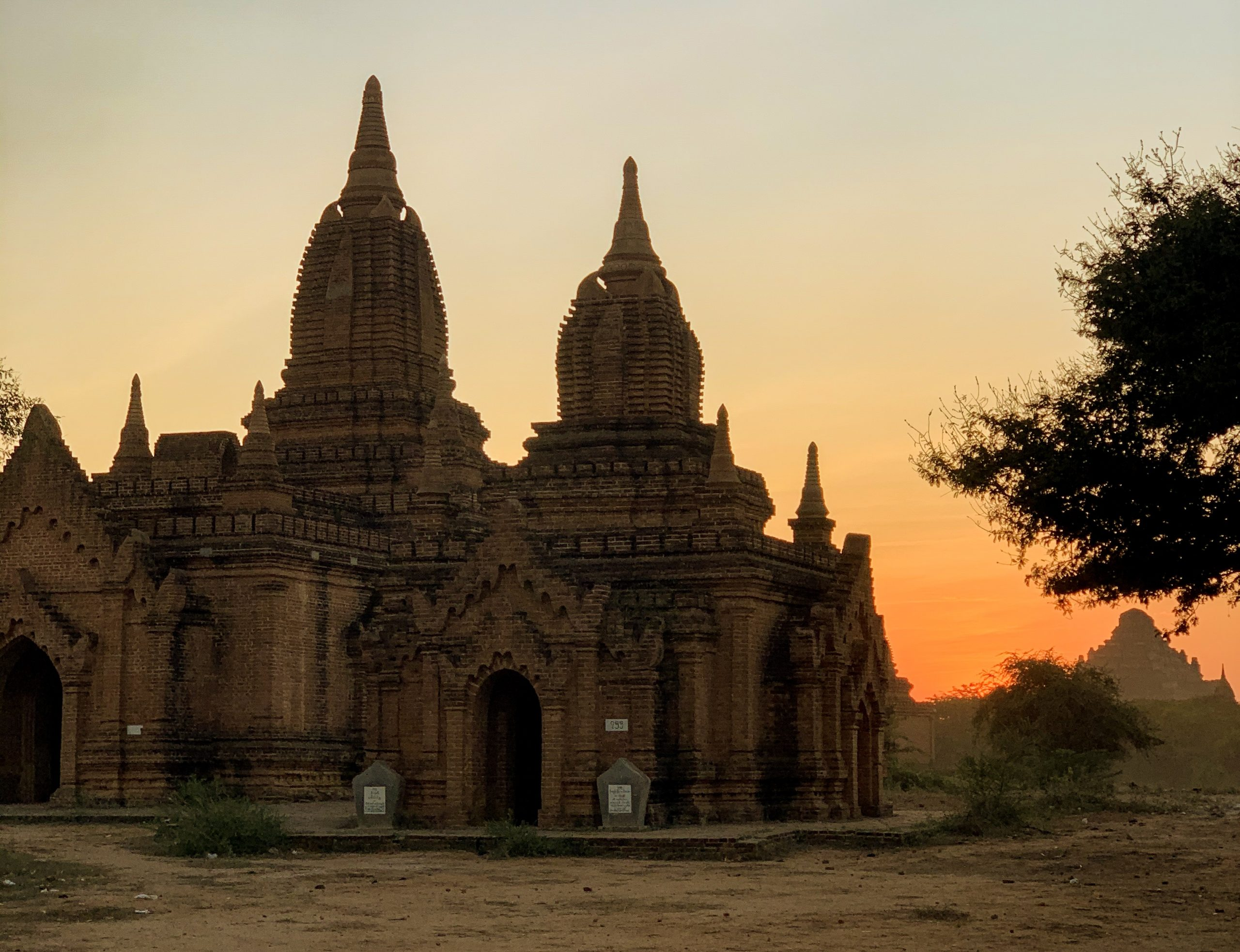 bagan coucher de soleil pagode