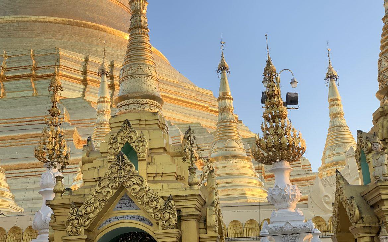la pagode shwedagon sous sa plus belle lumiere