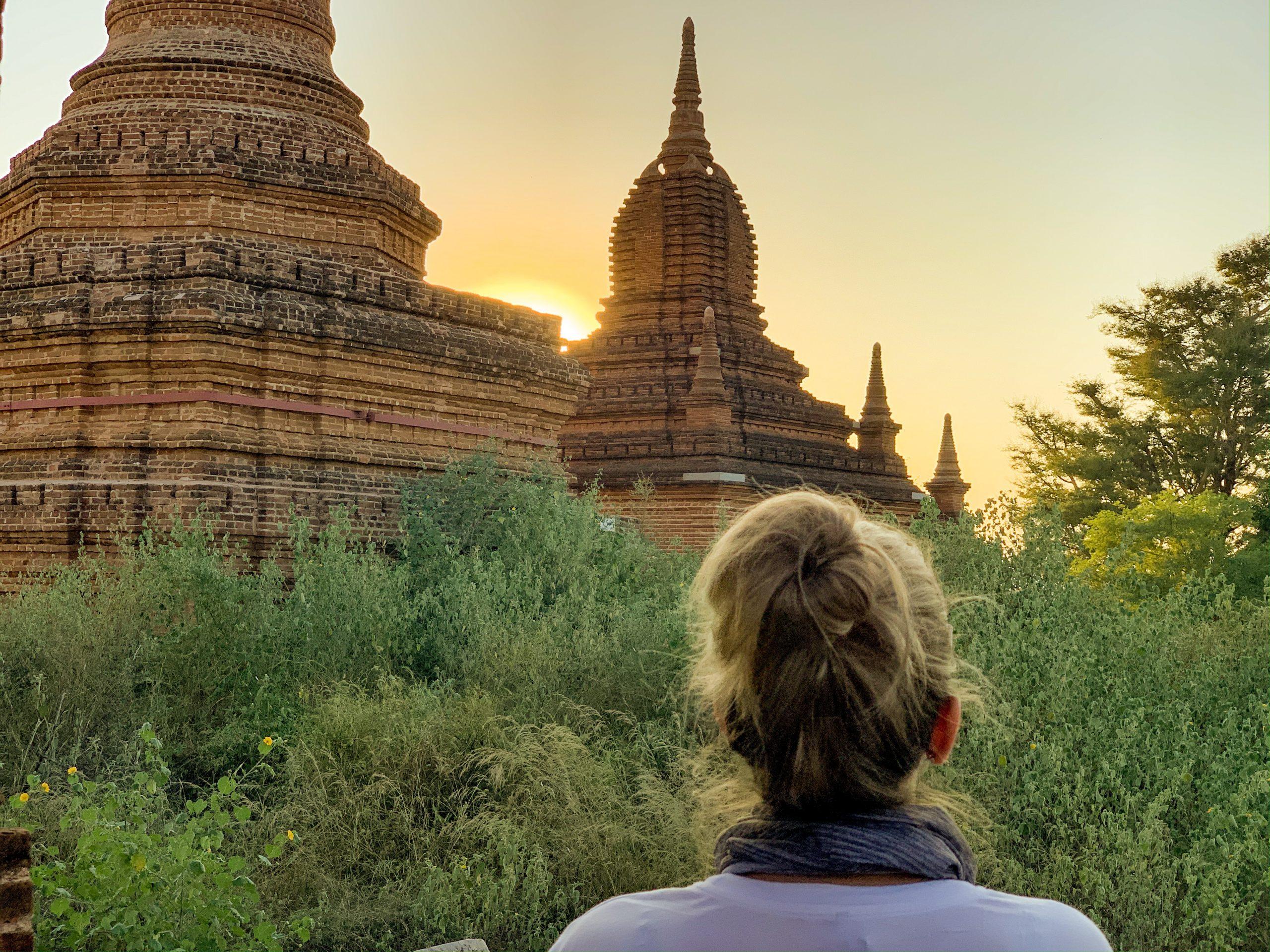 coucher de soleil sur la vallée de Bagan