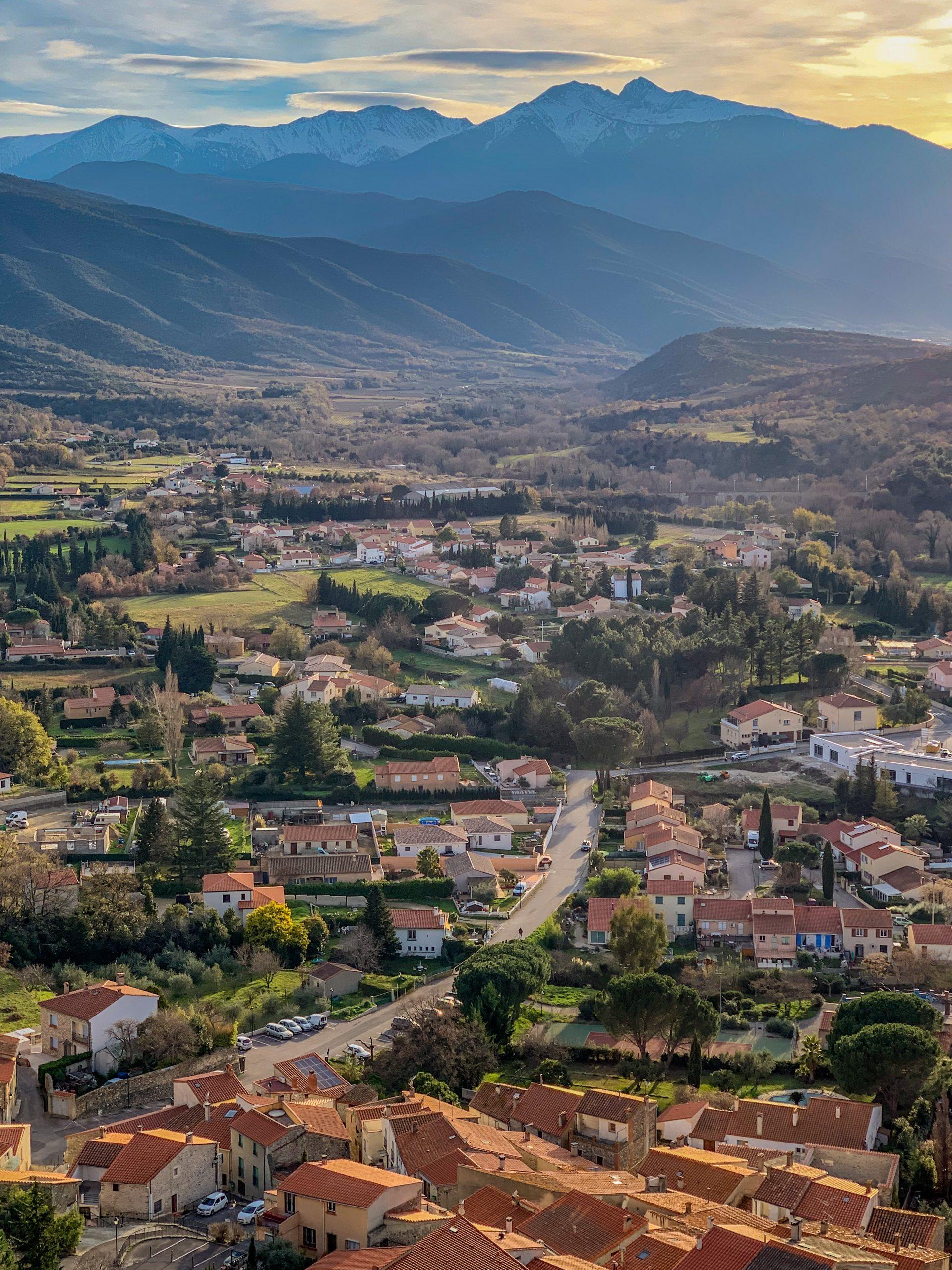 village de rodes dans les Pyrénées-Orientales
