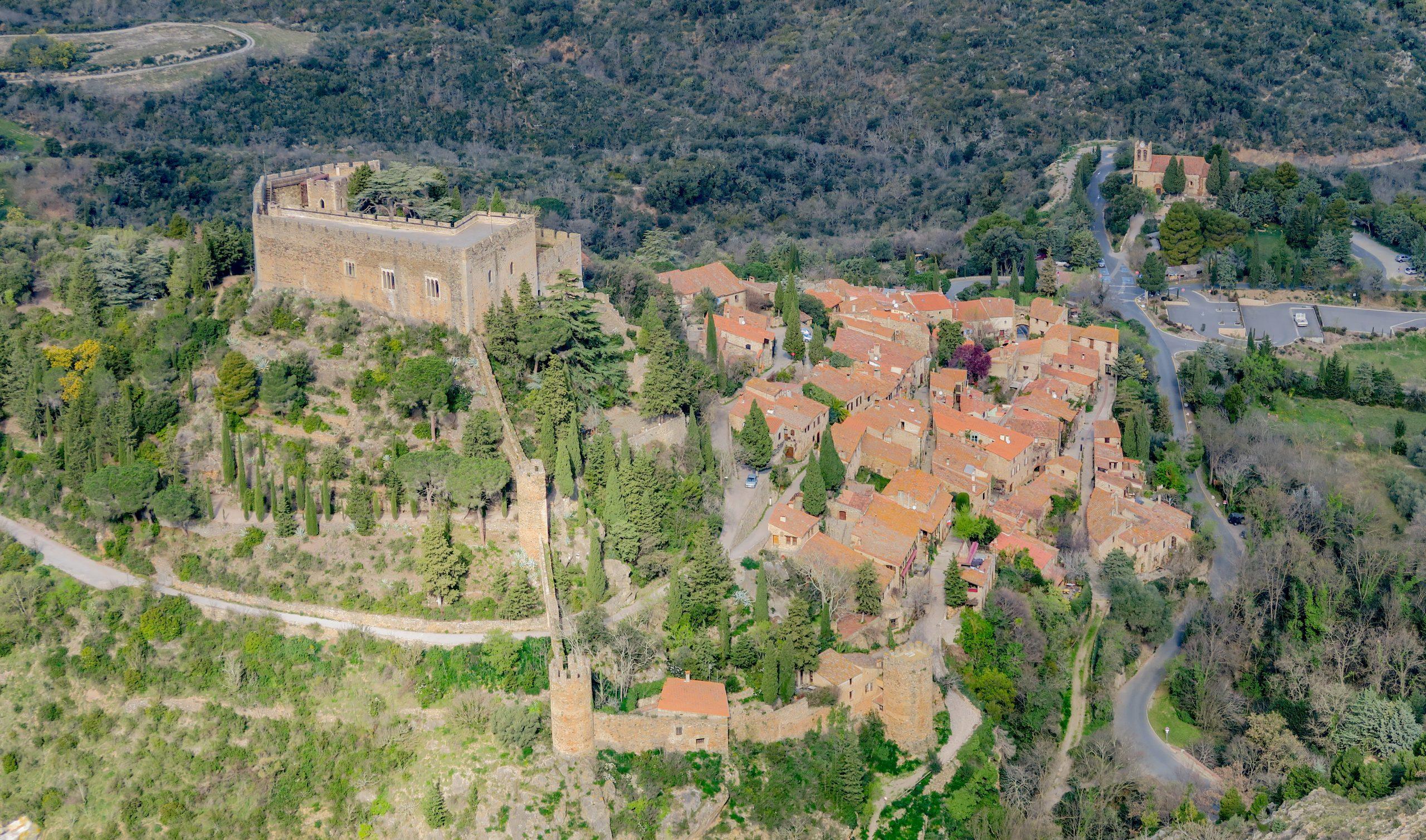 castelnou vue depuis le belvedere du roc de majorque