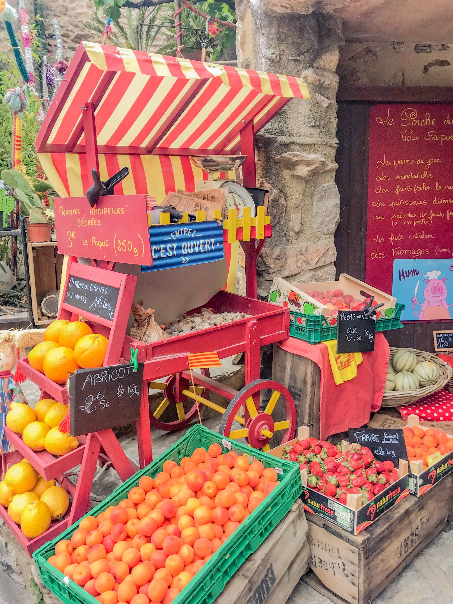 étal de fruits et légumes à Castelnou