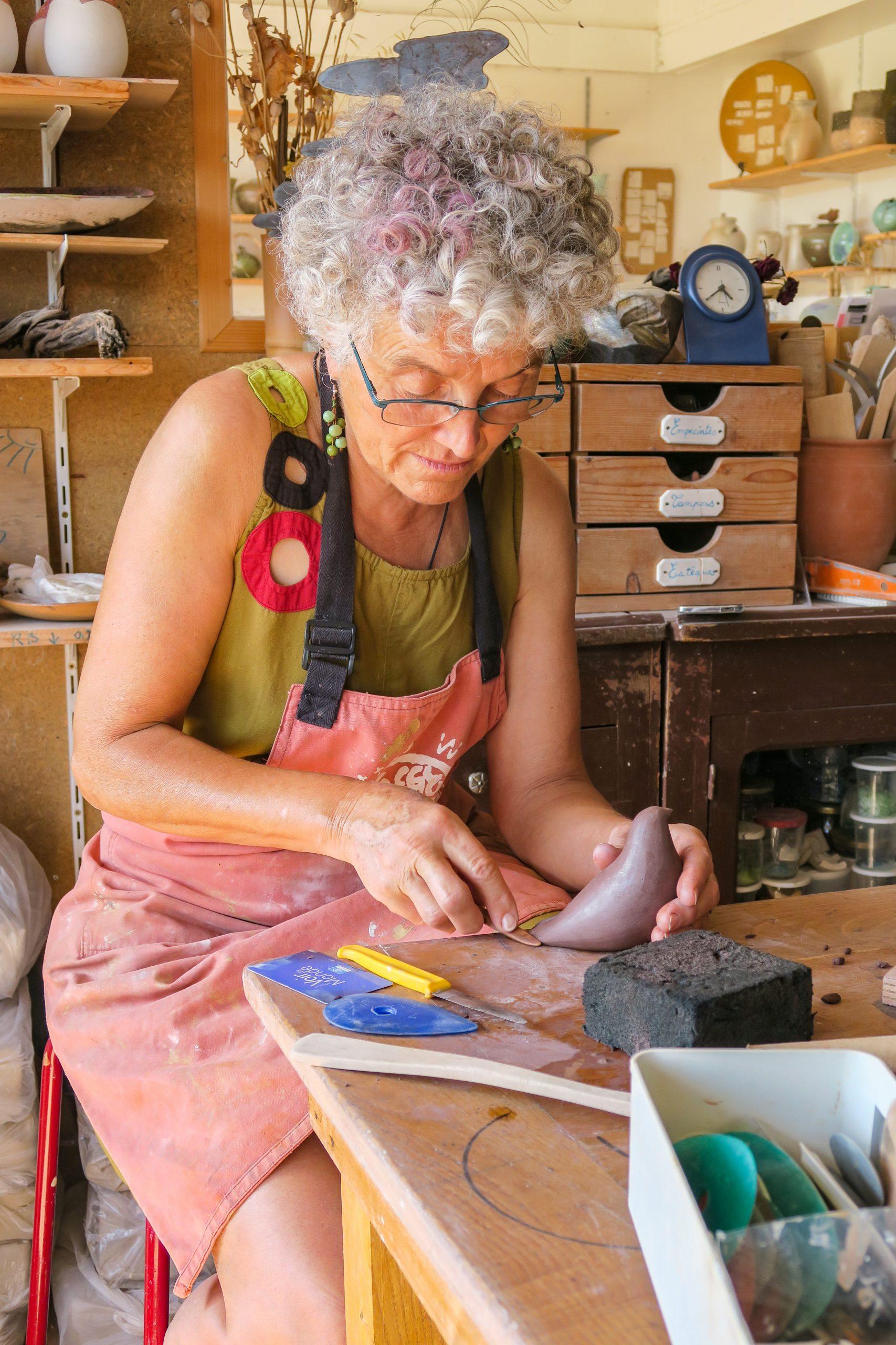 marie line atelier de poterie molitg village