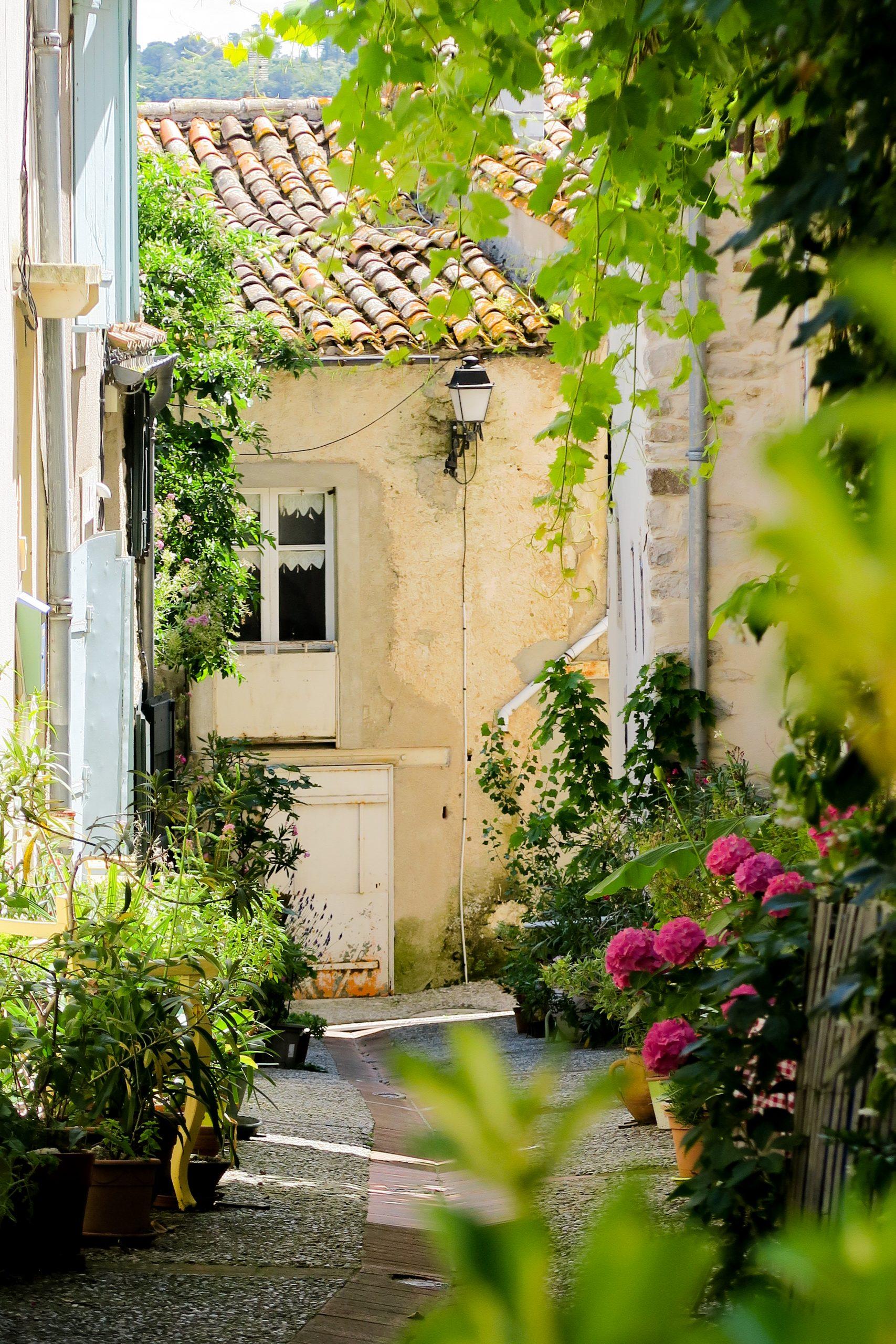 village de montolieu aude grand carcassonne
