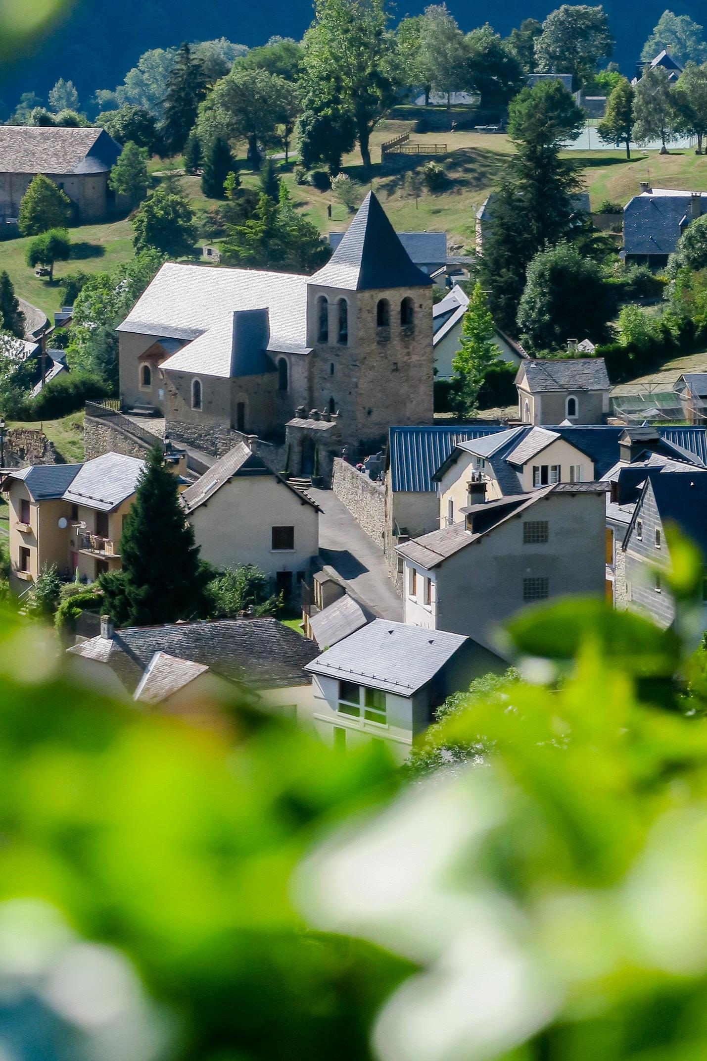 vue sur esquieze sere depuis le chateau sainte marie